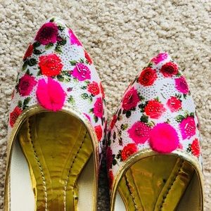 Shoes - MOVING OUT SOON ! MUST GO! Flowers of Spring Jutti